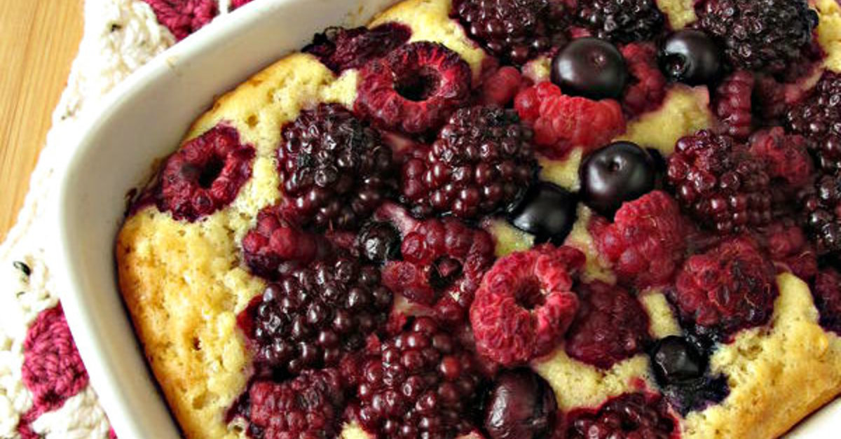 This Simple Cake Highlights The Flavor Of Fresh Berries SO WELL! See For Yourself!
