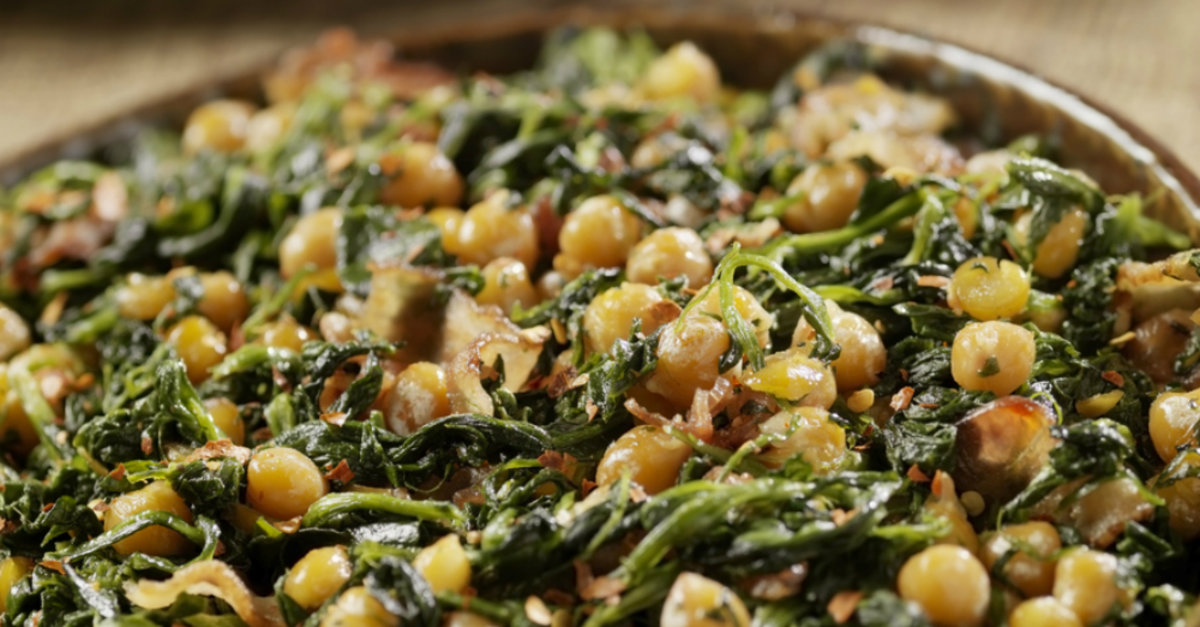 Sautéed Spinach And Bacon Chickpeas – 12 Tomatoes