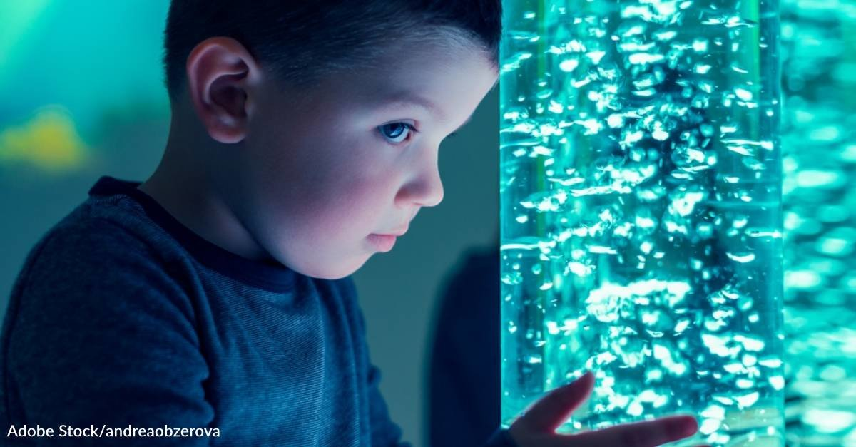 """Sensory """"Bubble Wall"""" Soothes Boy with Nonverbal Autism and Motivates Him to Start Speaking"""