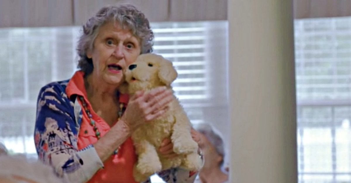 How Robo-Pets Could Bring More Benefits to Seniors Than Real