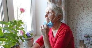 Senioren dy't lije oan dementia-muoite mei it dragen fan gesichtsmaskers